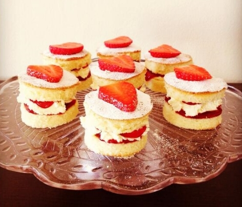 How To Make Small Victoria Sponge Cakes