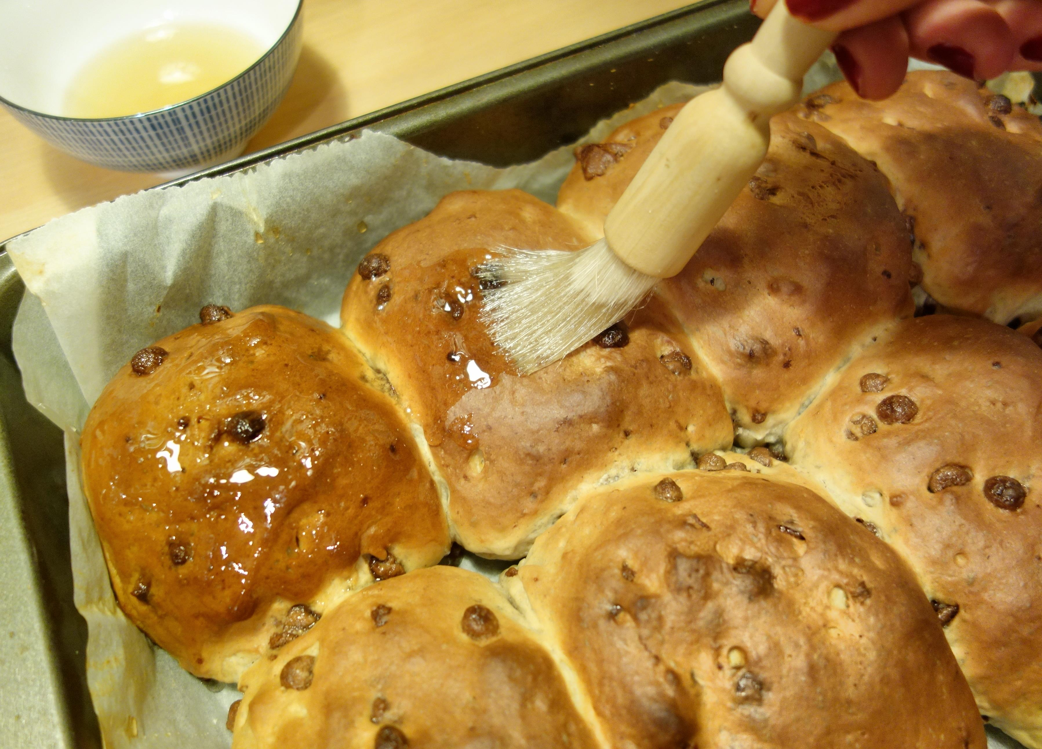 To Make The Crosses Melt The White Chocolate In A Bowl Over A Saucepan Filled With A Couple Of Inches Of Barely Simmering Water Making Sure The Base Of