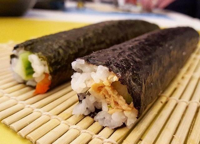 Sushi rolls (2)