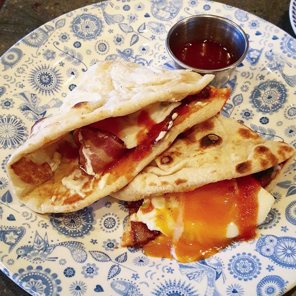 Mmmmmmma bacon and egg naan at dishoom is just thehellip